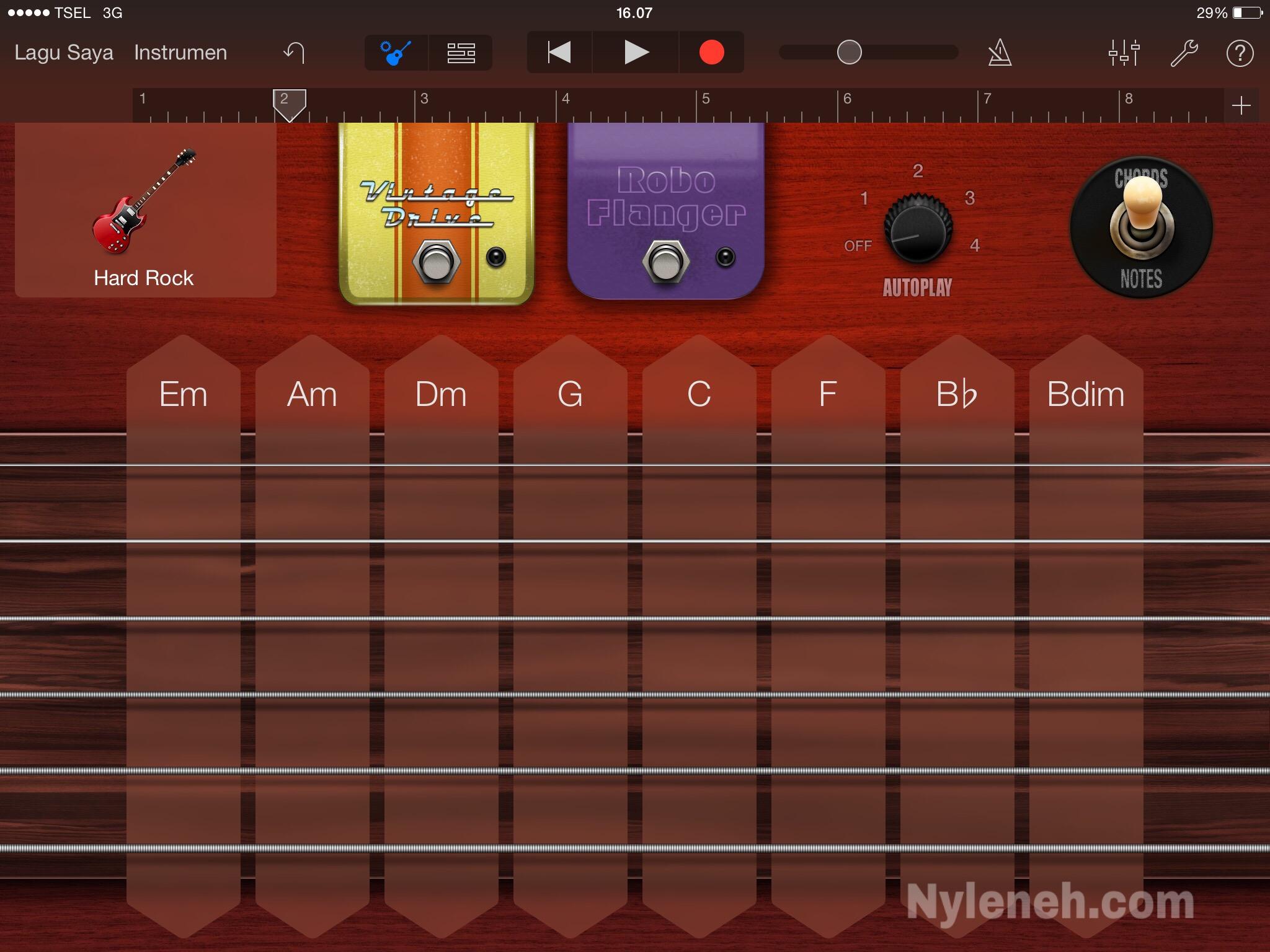 Main Alat Musik di IPad Apple Garageband