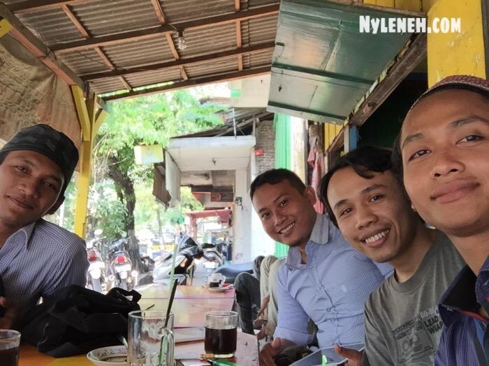 Penulis Blog Nyleneh.com Lagi Ngopi Bareng